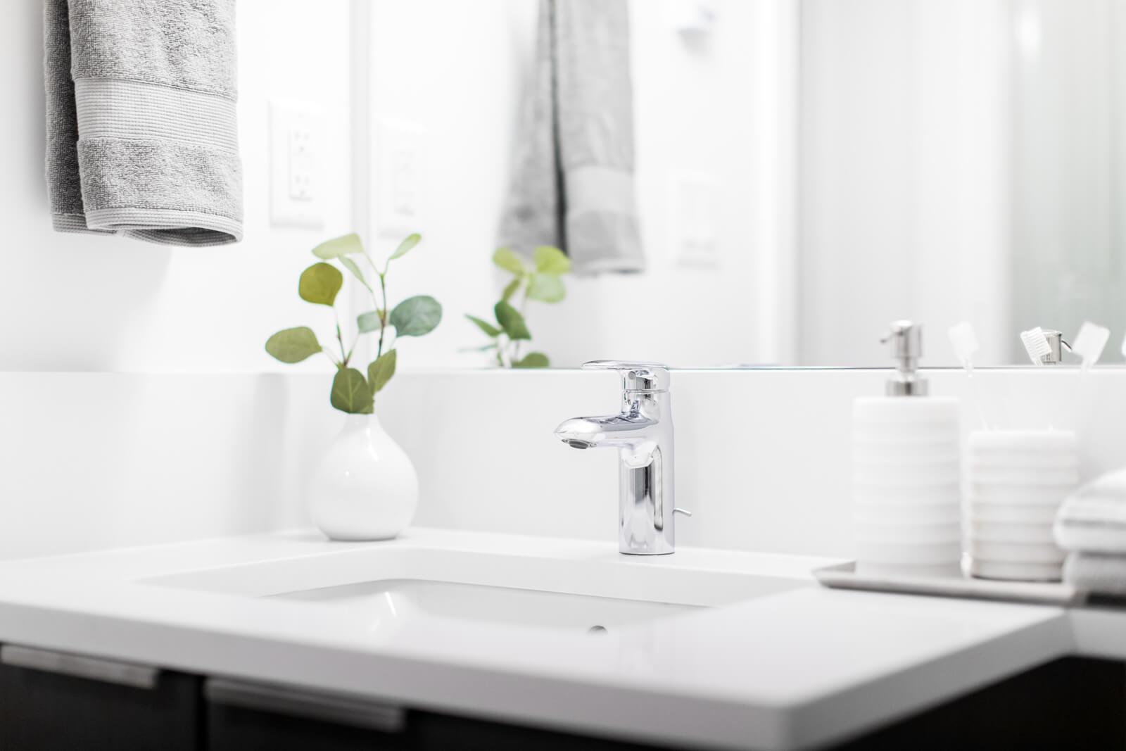 https://highpointeliving.ca/wp-content/uploads/2019/07/Bathroom.jpg