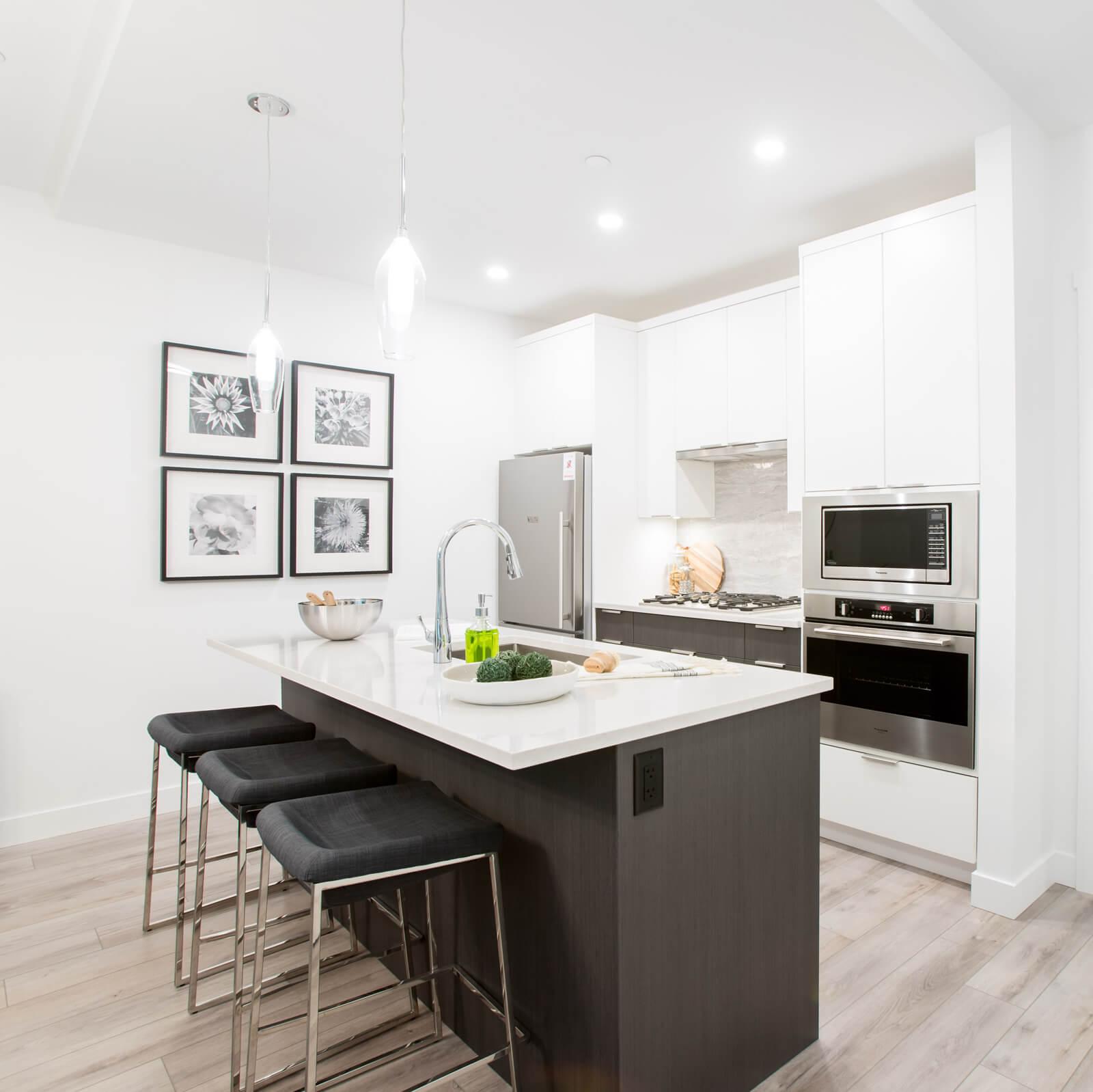 https://highpointeliving.ca/wp-content/uploads/2019/07/Model-kitchen.jpg
