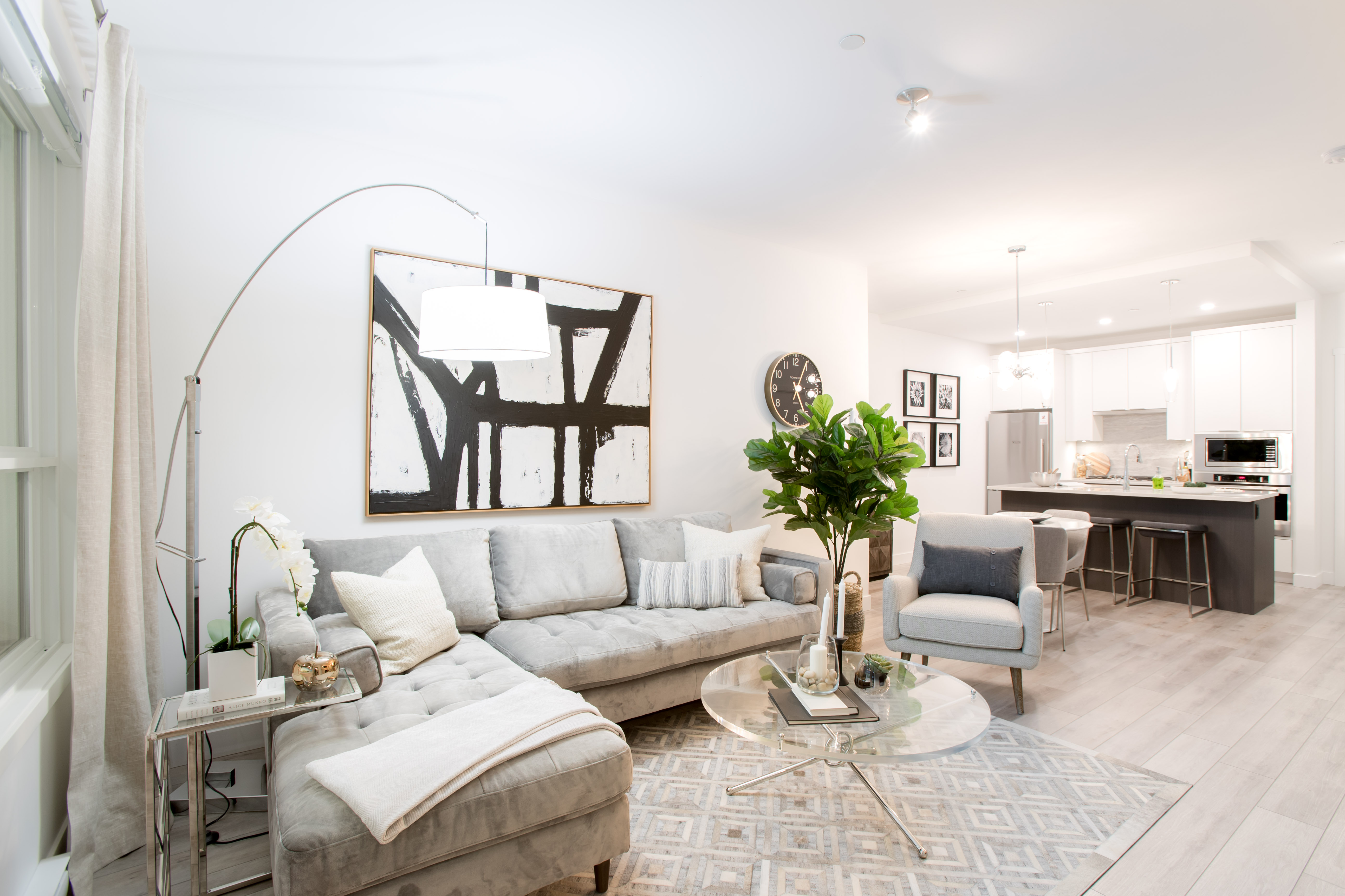 https://highpointeliving.ca/wp-content/uploads/2019/08/Model-suite-A45I9988.jpg